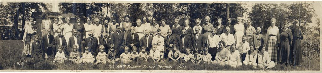 Photo of 48th Reunion of Elliot Family taken in 1923
